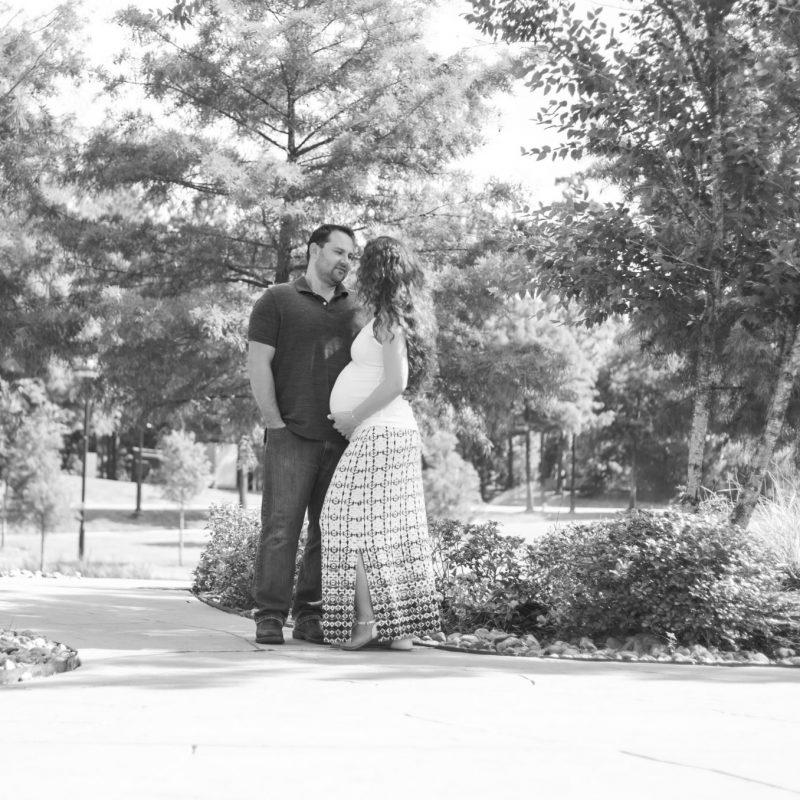 the woodlands outdoor maternity session