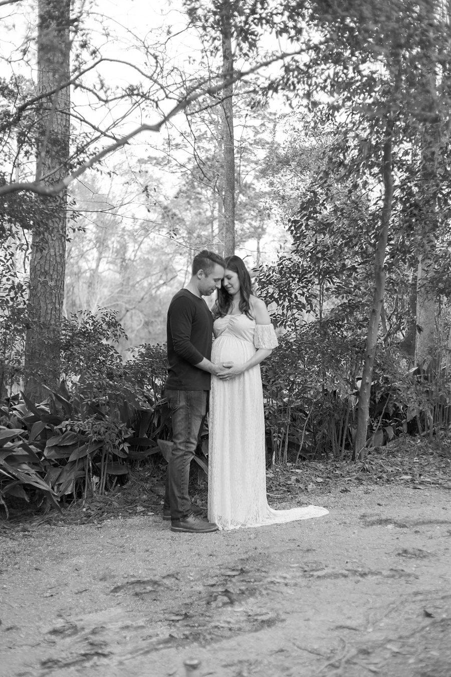 peaceful maternity photography botanical garden and arboretum houston tx