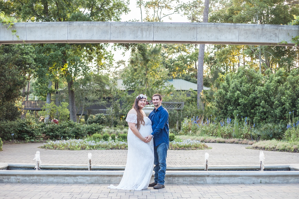 romantic outdoor maternity session the woodlands texas
