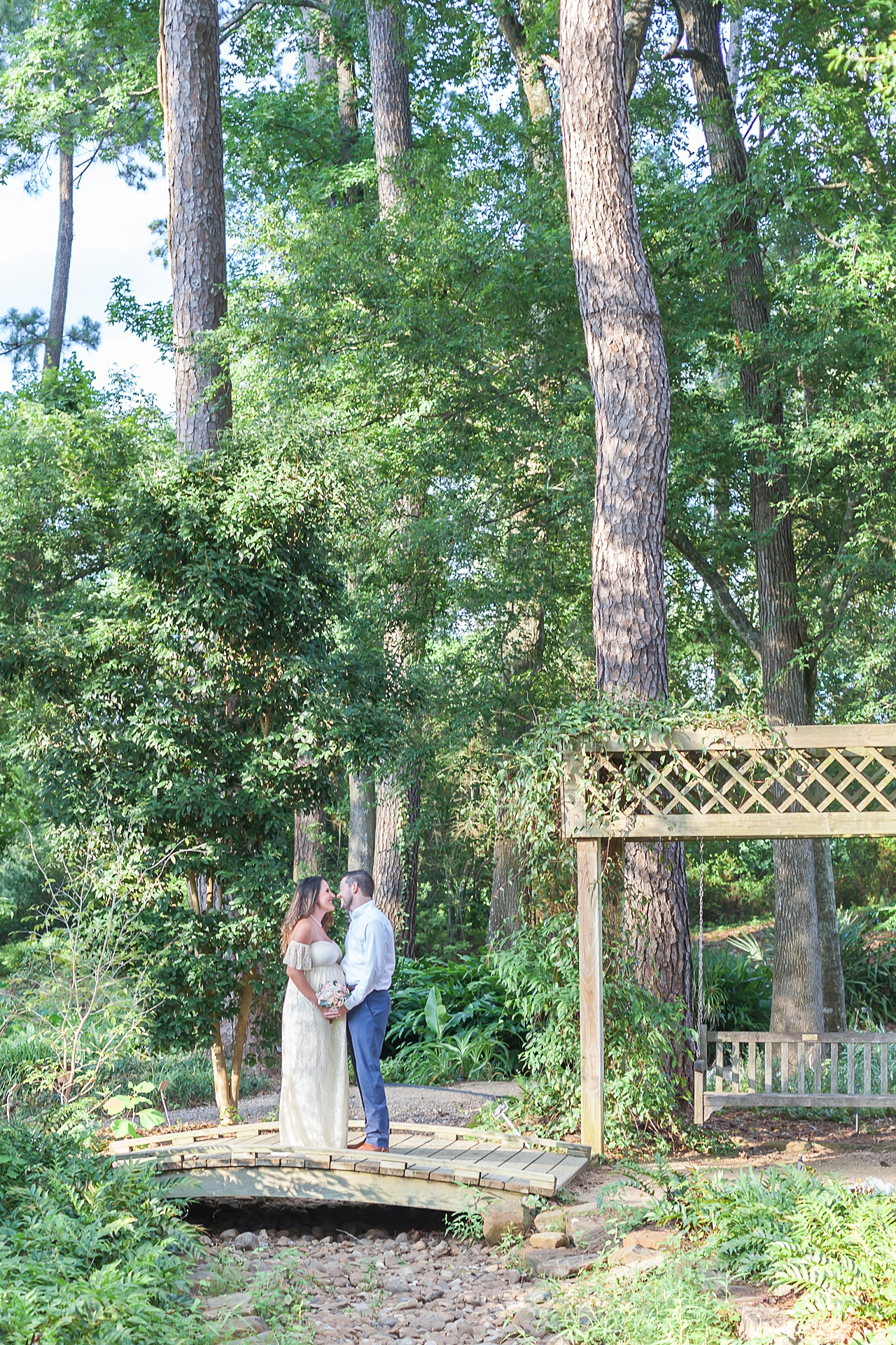 beautiful nature-themed maternity session at mercer arboretum by kristal bean photography