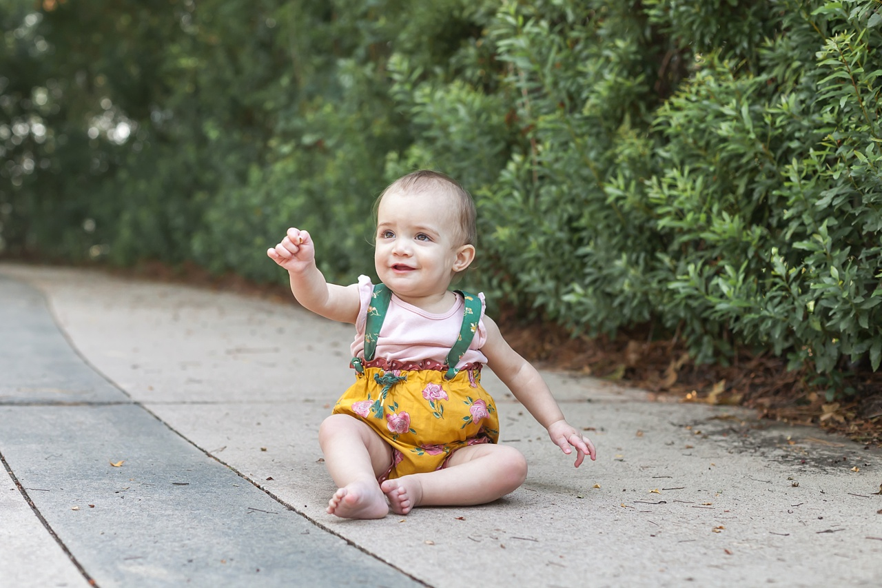 family session with toddler girl in the woodlands