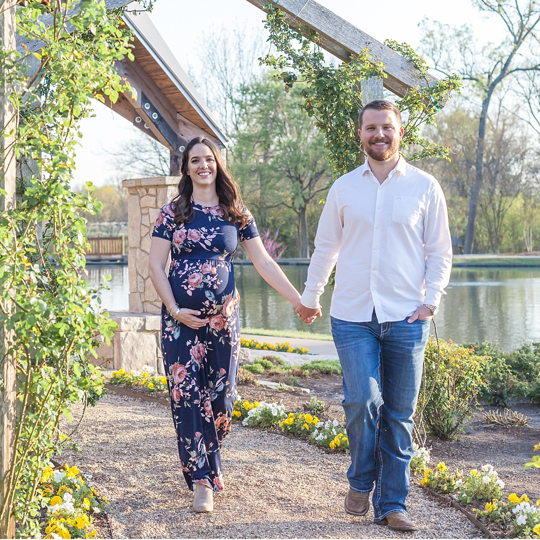 college station maternity photography session at texas a&m by kristal bean photography