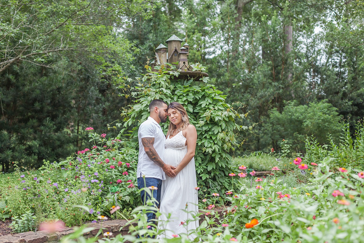 gorgous maternity photos at mercer arboretum by kristal bean photography