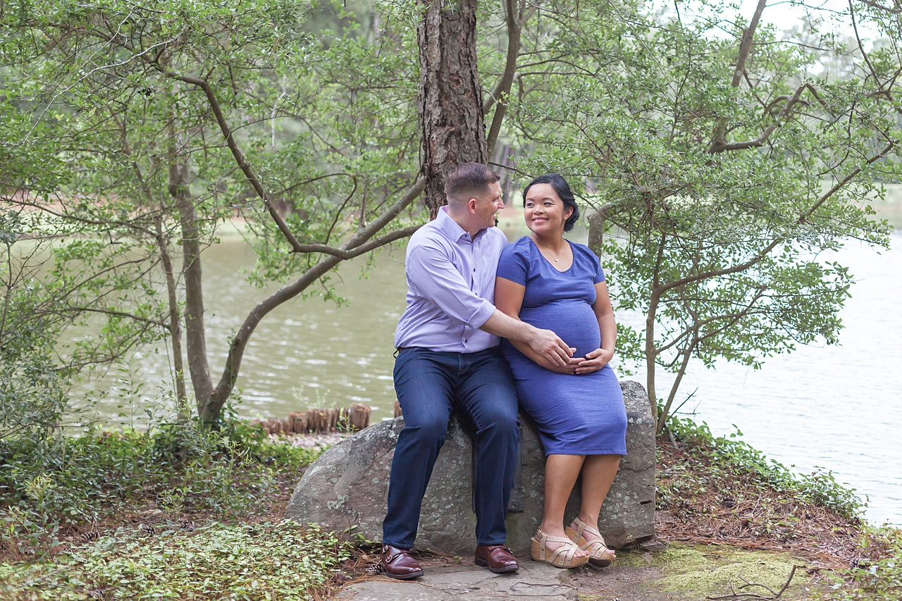 romantic maternity photo shoot in the woodlands tx by kristal bean