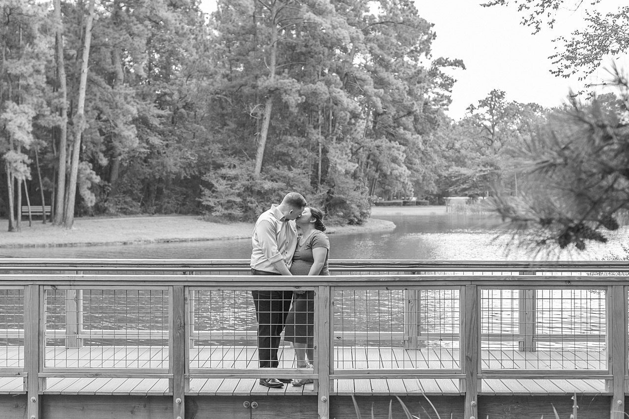 outdoor maternity photos during covid-19 in the woodlands tx by kristal bean