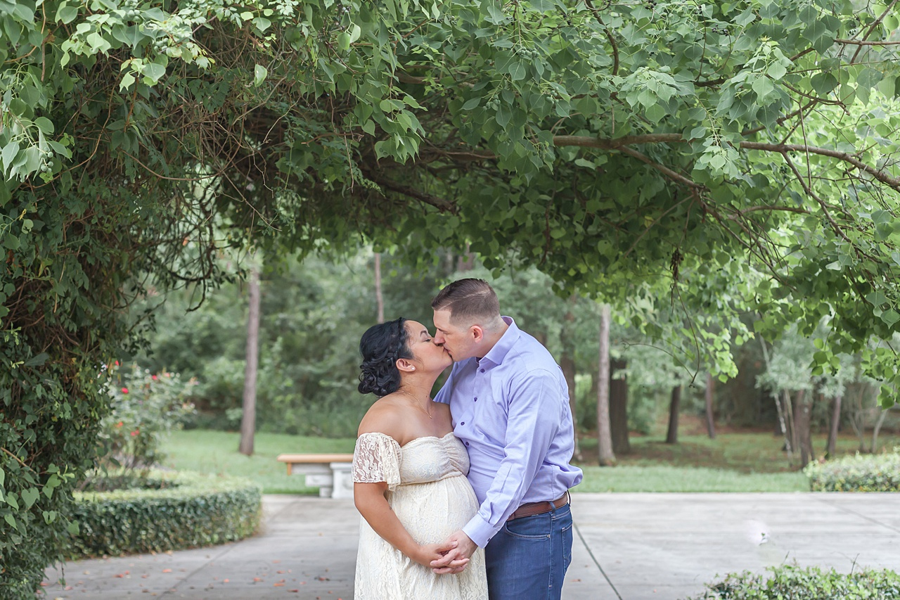 beautiful summer maternity session in the woodlands tx by kristal bean