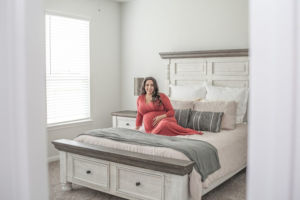 maternity portraits in master bedroom conroe texas