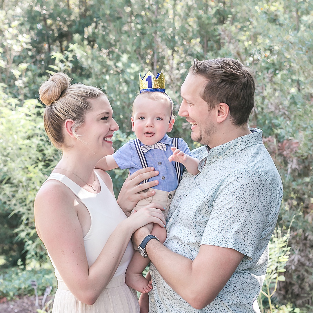 family mini session for baby's first birthday at mercer arboretum by kristal bean photography