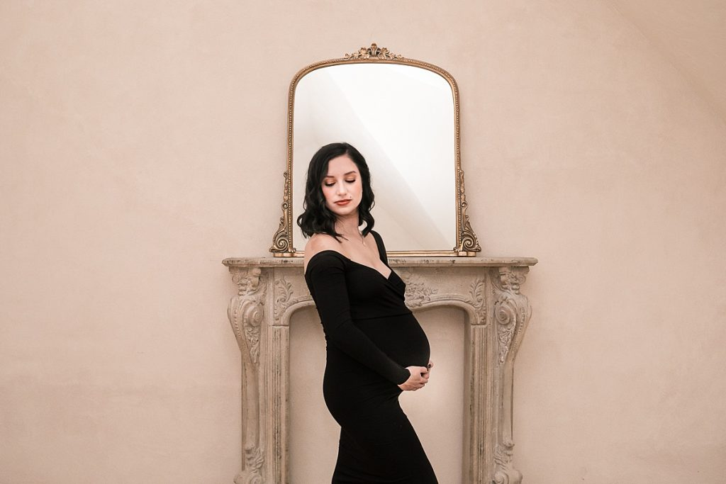 glam maternity photo session featuring mom in black at the oak atelier in conroe tx by kristal bean photography